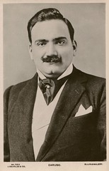 Enrico Caruso: (painting in light) Tags: enricocaruso caruso tenor opera music postcard vintage old 1903 1873 1921 recording hmv victor gt voice vocal όπερα oper オペラ أوبرا 歌剧 오페라 אָפּערע אָפּערעόπερα «ancienne photographie» alte fotografie αρχαία ωτογραφία antica fotografia الأوبرا אופרה ooppera 戏曲 portrait photograph gerlach published mertens phot 5014 1906 elliswalery