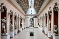 Sculptures hall. (Julio Pinon) Tags: brasil brazil riodejaneiro arte art esculturas sculptures museunacionaldebelasartes mnba rioantigo canon 80d