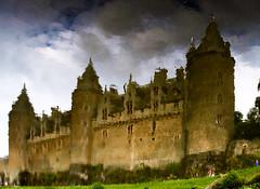 El món de Narcís (jocsdellum) Tags: castell castillo chateau castle reflejos reflexes narcisismo narcissism underwater nubes nuvols clouds sotalaigua bretaña bretagne francia france josselin