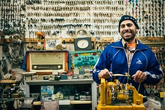 Keymaker (Tom Levold (www.levold.de/photosphere)) Tags: fuji fujixpro2 isfahan esfahan xf35mm street shop porträt portrait schlüssel laden keys