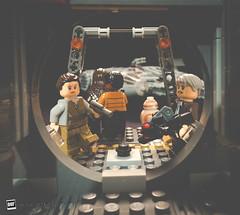 """Let's get out of here!"" (David Otten Fotografie) Tags: lego starwars theforceawakens tfa episode7 brick toys fun scene moviestill rathar milleniumfalcon hansolo rey finn chewbacca bb8 dof davidottenfotografie pioftheday nikon nikond610 d610 nikkor strobe studio 20mm 20mm18g"