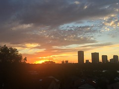 Beautiful sunset colours tonight (Simon_sees) Tags: golden colour color cloud city urban sunset