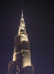 Burj Khalifa, Dubai (Peter_069) Tags: dubai burjkhalifa night nacht burj khalifa emirates arabischeemirate arabia hochhaus turm wolkenkratzer skyscraper sky tower dessert wüste sand sonne sun hitze palm palme burjalarab hotel luxus luxury