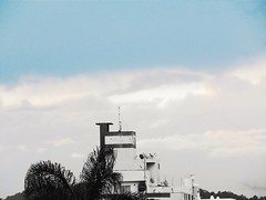 Document your life 1 - 14/ 2018 (Lemon Mousse!) Tags: daminhajanela cyti cidade buildings construções pretoeazul brancoeazul pb bw azul blue