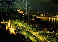 Hungary - Budapest [040] - front (Ye-Di) Tags: nightonearth sreaminthelight damaged 80s postcard hungary magyarország budapest capitalcity ansichtskarte képeslap photographer tulokferenc lightstreams bridge nightview