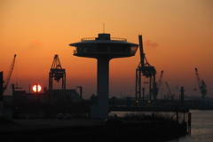 Another spaceship photo (Elbmaedchen) Tags: sundown sonnenuntergang spaceship lighthouse lighthousezero hamburgerhafen hamburg hafenkräne sonne goldenestunde