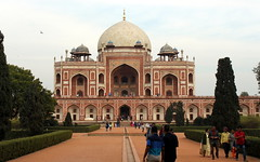 delhi humayun's tomb (kexi) Tags: delhi india asia monument tomb humayun emperor imperial mughal architecture pink green canon february 2017 domes perspective people visitors instantfave wow