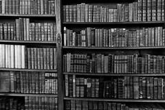 Bookcase, Baddesley Clinton (alison's daily photo) Tags: baddesleyclinton warwickshire bookcase books 7dwf monochrome blackandwhite 118picturesin2018 108118bookcasebookshelf 100xthe2018edition 100x2018 image11100