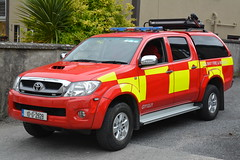 Galway County Fire Service 2010 Toyota Hilux Sidhean Teo L4V 10G2928 (Shane Casey CK25) Tags: galway county fire service 2010 toyota hilux sidhean teo l4v 10g2928 light 4 four wheel drive vehicle red yellow battenburg 4x4 awd all jeep crew man men office fighter blue flashing flash siren sirens emergency brigade fbs society firebrigade fireman firefighter firemen firestation firebrigadesociety station athenry incident rescue retained