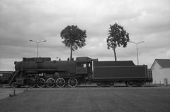 Klaipėda, 19 (Vygintas R.) Tags: 0125n16 kentmere100 iso100 klaipėda klaipeda lietuva lithuania city bessar2a cron35 35mmfilm film bw leicasummicron35mmf20iv nikoncoolscan5000 rangefinder locomotive truck ilfotecddx