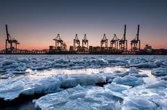 Eiszeit (StoneAgeKid) Tags: eiszeit elbe cta altenwerder container terminal hapag lloyd hafen winter cold ice schnee eisscholle vessel containerschiff schiff boot wasser sunset sonnenuntergang