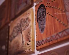 Projet 52 - S09 - Cadre (Chamaloote & Fabrizio) Tags: cadre toile afrique masque art peinture mur décoration objet projet52 profondeur