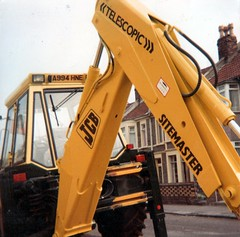 Ridgeway Road, Fishponds, Bristol, 1983 (The Digger-Man) Tags: bristol jcb backhoe plant hire machinery 1983 ridgewayroad fishponds eastville 3cx alfredmcalpine telescopic sitemaster digger excavator 3cx4 tractorsdiggers