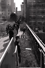My favorite spot to view Highline strollers (sjnnyny) Tags: nyvisit strolling walkers highline nyc manhattan urban nycparks linearpark sjnnyny stevenj d7500 nikkor28300 cityscape buildings warehousedistrict street