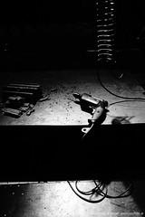 Arbeitsplatz von FM Einheit (jazzfoto.at) Tags: wwwjazzfotoat wwwjazzitat stuckyconcarne jazzitsalzburg jazzitmusikclubsalzburg jazzitmusikclub jazzfoto jazzfotos jazzphoto markuslackinger jazzinsalzburg jazzclubsalzburg jazzkellersalzburg jazzclub jazzkeller jazzit2018 jazz jazzlive livejazz konzertfoto concertphoto liveinconcert stagephoto greatjazzvenue greatjazzvenue2018 downbeatgreatjazzvenue salzburg salisburgo salzbourg salzburgo austria autriche blitzlos ohneblitz noflash withoutflash sony sonyalpha sonyalpha77ii alpha77ii sonya77m2 sw bw schwarzweiss blackandwhite blackwhite noirblanc bianconero biancoenero blancoynegro zwartwit bohrmaschine bosch feder spiralfeder fmeinheit concert konzert concerto concierto a77m2 pretoebranco