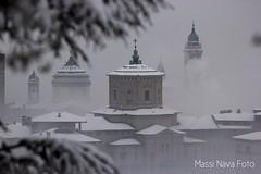Città alta Bergamo (Massimo Nava) Tags: bergamo cittàalta lombardia regionelombardia italia italy landscape massimonava nebbia fog