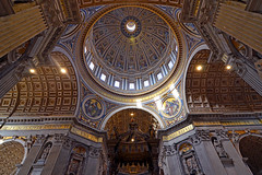 Main dome (Thomas Roland) Tags: rome rom roma italia italy italien europe europa travel rejse holiday city by stadt roman tourist tourism destination visitors kirke kirche church dome kuppel ceiling loft roof tag temple vatican vatikanet historical basilica katedral cathedral architecture peterskirken di san pietro vaticano st peter's