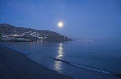 Once In a Blue Moon (Tomás Hornos) Tags: moon luna atardecer anochecer sunset horaazul azul playa beach almuñécar seascape moonlight reflejo velilla mediterráneo wave olas arena