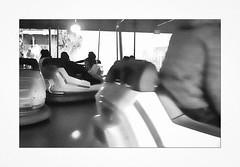 auto tamponnant (michel lebedel) Tags: bretagne breiz bzh corcarneau finistère fuji fete foraine minolta himatic ilford400 argentique analogique noirblanc blackwhite