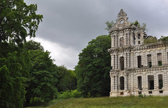 Sleeping beauty (DameBoudicca) Tags: france frankreich frankrike francia フランス chiryourscamp châteaumennechet mennechet château シャトー ruins ruiner ruin ruine ruina rovina 廃墟 はいきょ park