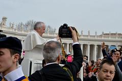 Papa-64 (Fabio Nedrotti) Tags: altreparolechiave luoghi papa papafrancesco persone roma vaticano piazza san pietro