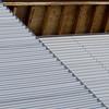 Materialmix (zeh.hah.es.) Tags: davos davosfrauenkirch halle graubünden grischun grau gray grey aluminium holz wood fassade façade facade dach roof braun brown diagonal wellig undulating