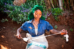 Woman weaving at Dorze village near Arbamich, Ethiopia (CamelKW) Tags: ethiopia2017 woman weaving dorzevillage arbamich ethiopia