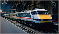 91007, KIng`s Cross (Jason 87030) Tags: 91007 class91 electra intercity platform station britishrail black white red stripe strikiing slide scan 1990 july railway loco locomotive new express ic225