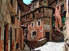 En otra época. (juanmzgz) Tags: albarracín teruel aragón españa arquitecturapopular pueblo tipico