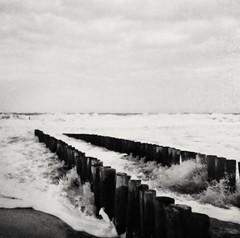 Belgian shoreline March 1990, analogue pic (eikeblogg) Tags: minolta analog travelpics coastalarea belgium past vintage seaside shorebreak monochrome bnw