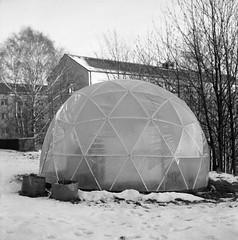 Igloo (rotabaga) Tags: sverige sweden svartvitt göteborg gothenburg lomo lomography lubitel166 tmax400 twinlens 120 6x6 mediumformat mellanformat blackandwhite bw bwfp