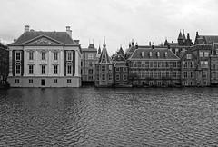 Den Haag (5) -  mono (okrakaro) Tags: mauritshuis denhaag thehague architecture facades museum cityscape mono blackandwhite schwarzweis water stadtansicht januar 2018 netherlands niederlande