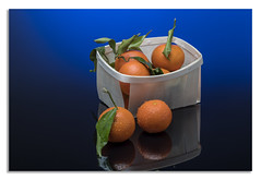 Blue tangerine. (johnhjic) Tags: johnhjic dead nikon d850 studio flash broncolor siros blue reflection wood wooden green fruit tangerine orange basket water drop droplet droplets light