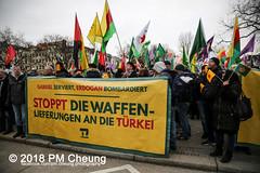 Demonstration: Von Kreuzberg nach Afrin - Tod dem Faschismus! Solidarität mit Rojava! – Berlin - 04.02.2018 – IMG_9075 (PM Cheung) Tags: toddemfaschismusdefendafrinlangleberojava berlin 04022018 rojava ypg ypj volksverteidigungseinheiten frauenverteidigungseinheiten repression sohr afrin efrîn türkei militäroffensivetürkei operationolivenzweig yekîneyênparastinajin manbidsch alqaida yekîneyênparastinagel operasyonunzeytindalı fsa demonstration kurdistan hermannplatz antifa 2018 pomengcheung polizei türkischenationalisten pmcheung interventionistischelinke oranienplatz ypgstattspd mengcheungpo facebookcompmcheungphotography vonkreuzbergnachafrintoddemfaschismussolidaritätmitrojava kurden pkk demo protest kundgebung präsidentreceptayyiperdoğan kriegspolitik rûbar solidaritätsdemonstration berlinkreuzberg neukölln russland usa syrien westkurdistan nordkurdistan bürgerkrieg anadolu autonomieregion syrischendemokratischenkräftesdf islamischerstaatis daesh stopptergogan topberlin afrinnotalone b0402 internationalistischedemonstration afrinoperation afrinunderattack defendafrin