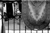 spi_285 (la_imagen) Tags: türkei turkey türkiye turquía istanbul istanbullovers ayvansaray sw bw blackandwhite siyahbeyaz monochrome street streetandsituation sokak streetlife streetphotography strasenfotografieistkeinverbrechen menschen people insan kadın woman frau