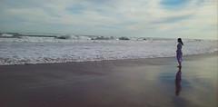 MIL METROS DE MIRADA (kchocachorro) Tags: sea ocean necochea playa beach landscape person woman solitarywoman contemplation relax