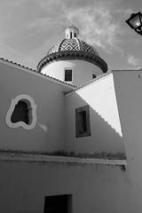 """IMG28605- sd9- """"Chiesa di Praiano""""- ebc fujinon 16mm f2.8 - m42 (ciro.pane) Tags: sigma sd9 foveon costiera amalfitana praiano chiesa cupola sgennaro vicolo stretto accesso italia italy italien italie fujinon ebc 16mm f28 bianconero m42"""