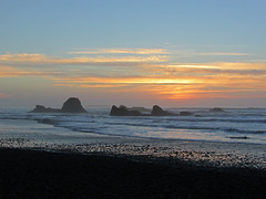 Sunset at Ruby Beach at Olympic NP in WA (Jeff Hollett in Vancouver, WA) Tags: rubybeach olympicnationalpark washington pacificcoast pacificnorthwest pacificocean coast northwest ocean beach pacific sunset