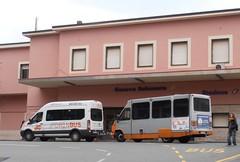 AMT 3022 e Drinbus (Lu_Pi) Tags: amt genova autobus bus minibus ford transit cam autodromo autodromopollicino bolzaneto amtgenovalinea74 servizionavetta serviziospeciale drinbus dellapenna lineeinappalto