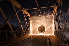 Fuego en el puente (Yorch Seif) Tags: largaexposicion longexposure nocturna nocturnal lightpainting