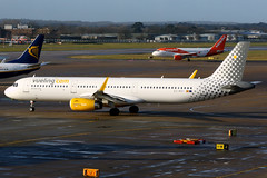 Vueling | Airbus A321-200 | EC-MGY | London Gatwick (Dennis HKG) Tags: vueling vlg vy spain airbus a321 airbusa321 sharklets aircraft airplane airport plane planespotting london gatwick egkk lgw ecmgy canon 7d 70200