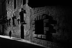Barcelona (SinoLaZZeR) Tags: 欧洲 加泰罗尼亚 西班牙 巴塞罗那 哥特区 街头摄影 黑白 人 人影 人文 古城区 barcelona catalonia spain spanien katalonien street streetphotography streetlife schwarzweiss blackwhite blackandwhite bw europa europe gothic quarter fujifilm fuji finepix xpro2 23mm monochrome xf fujinonxf23mmf2 noiretblanc