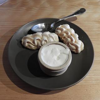 Meringues à la double-crème de la Gruyère