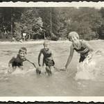 Archiv FaMUC176 Münchner Familie, Flaucher Gegend, 1930er thumbnail