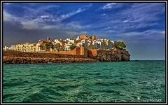 En los dominios del Papa Luna... (Jose Roldan Garcia) Tags: mediterráneo medieval colores cielo castillo paisaje peñíscola momentos mar luz brisa costa rocas