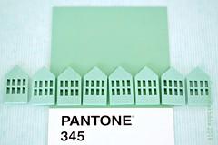 PANTONE 345 (Anne-Miek Bibbe) Tags: pantone kleuren colors farben colori colores cores canoneos700d canoneosrebelt5idslr annemiekbibbe bibbe nederland 2018 groen green grün verde vert blauw blue blau blu azul huisjes knopen buttons 345 pantone345