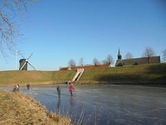 Winter in Bourtange (Jo Hedwig Teeuwisse) Tags: bourtange skating ijs schaatsen ice winter cold netherlands dutch