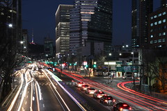 Traffic on the Hangang-daero in Seoul, Korea (mbphillips) Tags: korea 한국 韓國 韩国 southkorea 대한민국 republicofkorea 大韓民國 asia 亞洲 fareast アジア 아시아 亚洲 cityscape paisajeurbano 城市景观 城市景觀 도시풍경 skyline city ciudad 도시 都市 城市 night 夜晚 밤 noche dark darkness 黑暗 어둠 oscuro skyscraper 마천루 rascacielos 摩天大楼 摩天大樓 yongsangu 용산구 龍山區 sigma1835mmf18dchsm mbphillips photojournalism photojournalist geotagged namsan 남산 南山