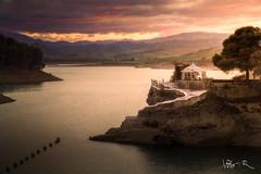 Embalse del Conde de Guadalhorce, Málaga (jesbert) Tags: embalse guadalhorce chorro malaga españa spain atardecer sunset agua water nubes clouds warm lago lake sony a7rii 85mm
