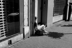 Les Marolles - 053 (bruxelles5) Tags: marolles brussels bruxelles quartier populaire rue haute noir blanc black white